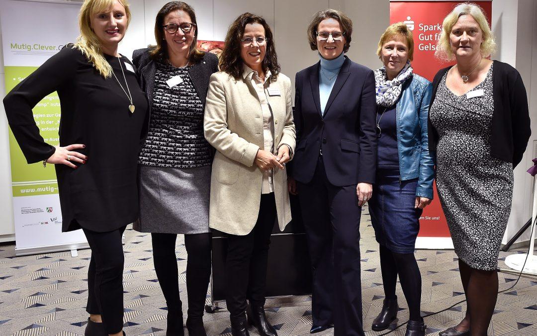 Traumjob - v.l. A.Hohengarten, J.Beyrow, S.Olbering, Ministerin Scharrenbach, M.Rudowitz, P. Bauer- Foto C.Fischer